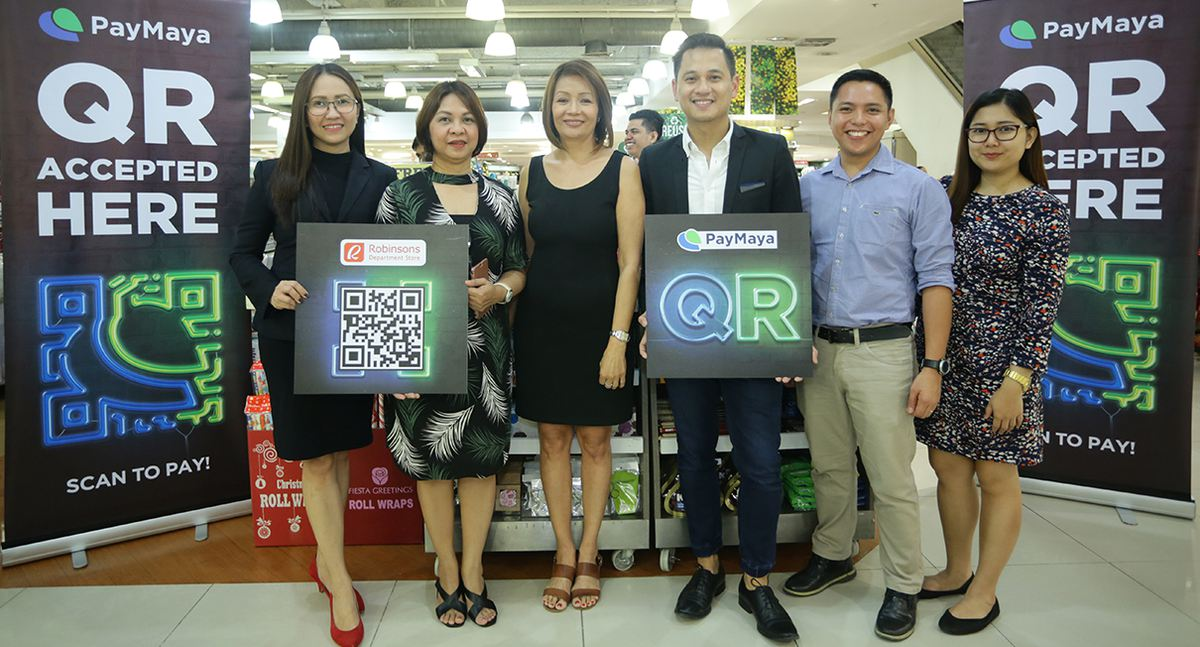 Cashless payments now accepted in robinsons department store robinsons department store gina salgado vice president robinsons business center raymund villanueva head of issuing paymaya philippines m4hsunfo