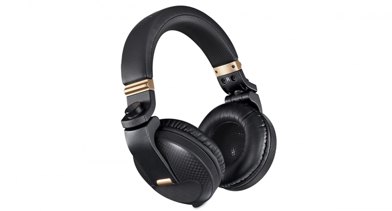 The Pioneer HDJ-X10C Makes Use of Carbon Fibre to Better Sound Production