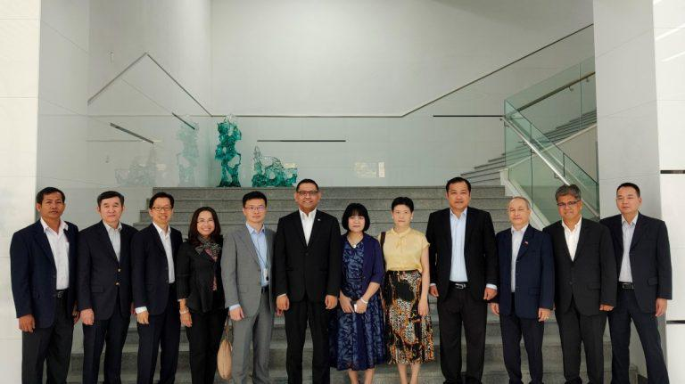 Oppo tours ASEAN consulate generals to HQ